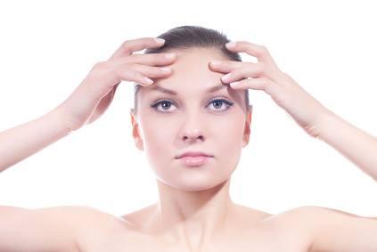 automasaje facial o ejercicios de gimnasia facial