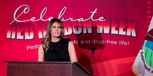 Primera Dama USA pide a tabacaleras no promover uso cigarrillos electrónicos a jóvenes
