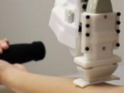 Diseñan un robot que saca sangre mejor que los médicos