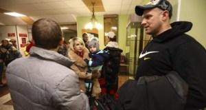 Ucranianos rechazan recibir a estudiantes dominicanos y otros evacuados de China