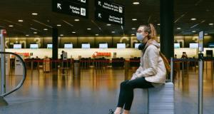La UE recomienda restringir a viajeros de EEUU por COVID-19