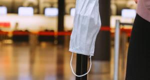 Un estudio rechaza que restricción de viajes internacionales sea eficaz con transmisión alta de Covid-19