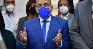 Abinader destituye al ministro de Salud Plutarco Arias