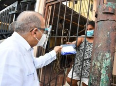 Ministro Salud entrega insumos de protección en recorrido por sector La Yuca; se reúne con líderes comunitarios