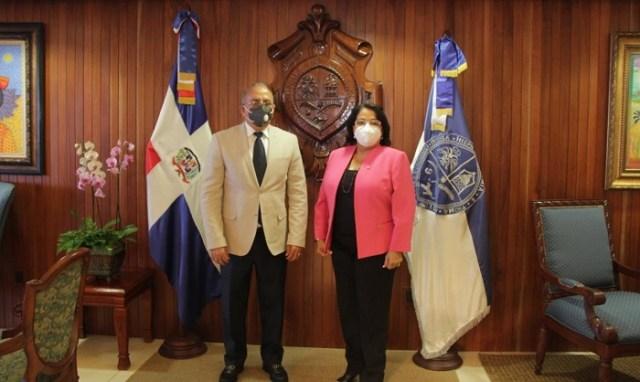 Visita ministro de Salud a la UASD