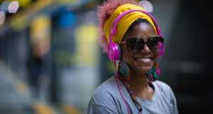 Especialista del HUFMP alerta sobre daños al oído producen uso auriculares en dispositivos móviles