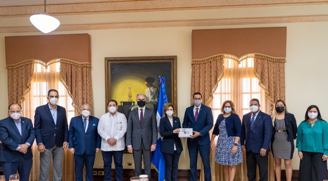 Alianza empresarial Sanar una Nación entrega más de RD$63 millones en medicamentos al Gabinete de Salud