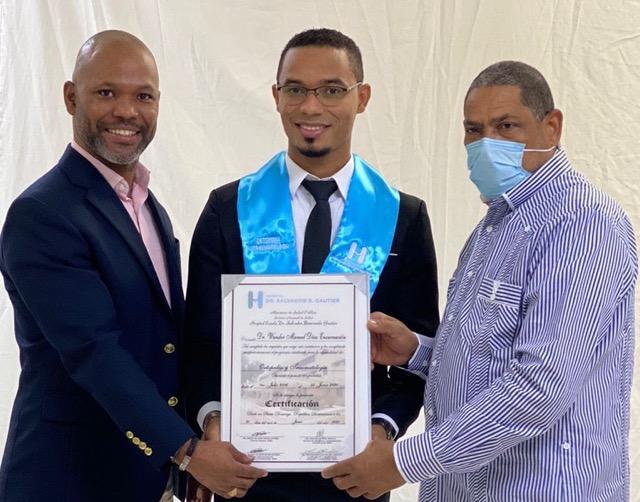 El Gautier graduó 74 nuevos médicos en diferentes especialidades