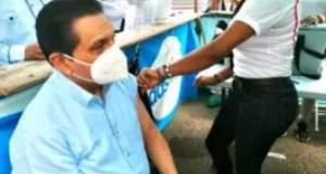 Ministro Rivera se aplicó ya la tercera dosis vacuna COVID-19