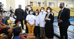 Reabren centro de vacunación en complejo deportivo Parque del Este