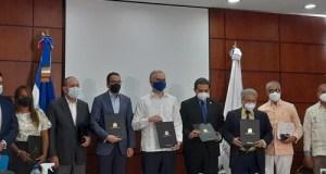 Médicos firman acuerdo con las ARS y el Gobierno que pone fin a conflicto