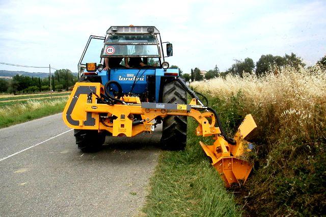 Il taglio dell'erba lungo le strade comunali le farà la ditta S.G. Giardini