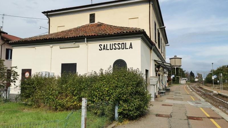 Ogni ora c'è un treno in partenza dalla stazione di Salussola