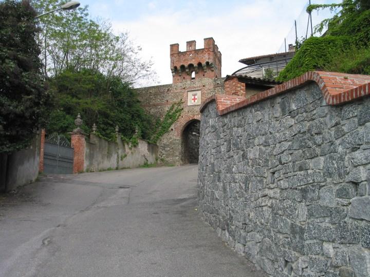 La Porta Urbica Inferiore di Salussola ed i ruderi di quella Superiore