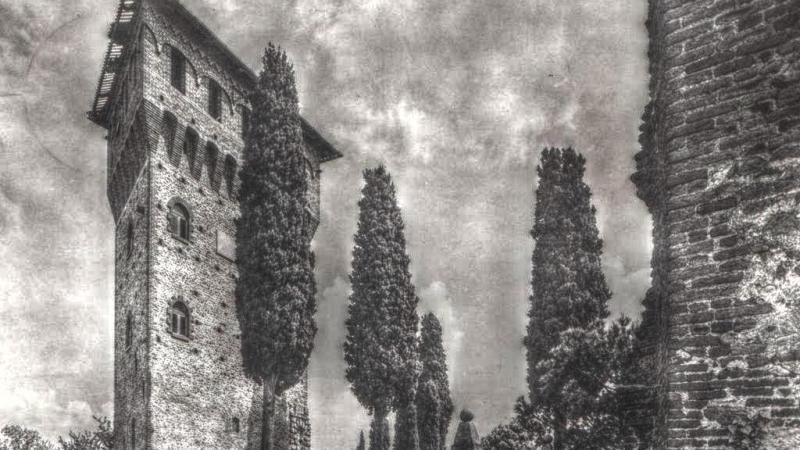 La torre del Nigra eretta sui resti del mastio del castello di Salussola