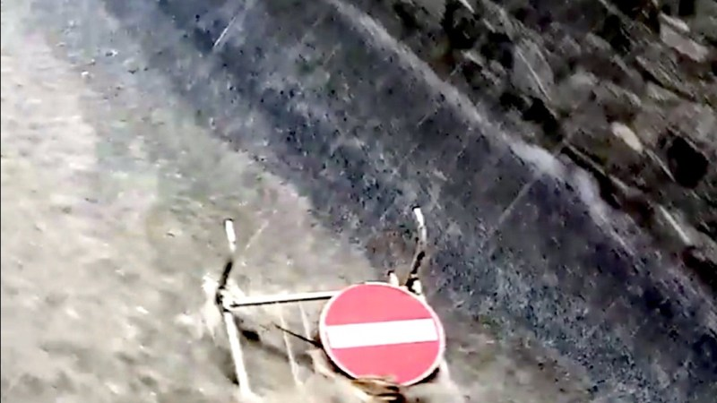 VIDEO ? Via Roma è diventata un torrente d'acqua
