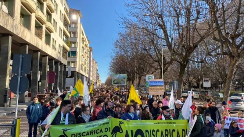 12.585 firme per dire NO alla discarica di amianto al Brianco