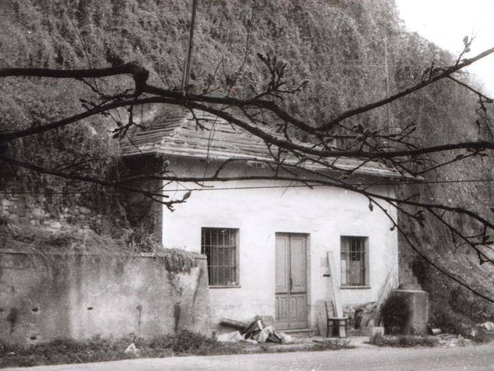 Vecchia Salussola: E' il 1972 e la ruspa è in azione per demolire la casa del dazio