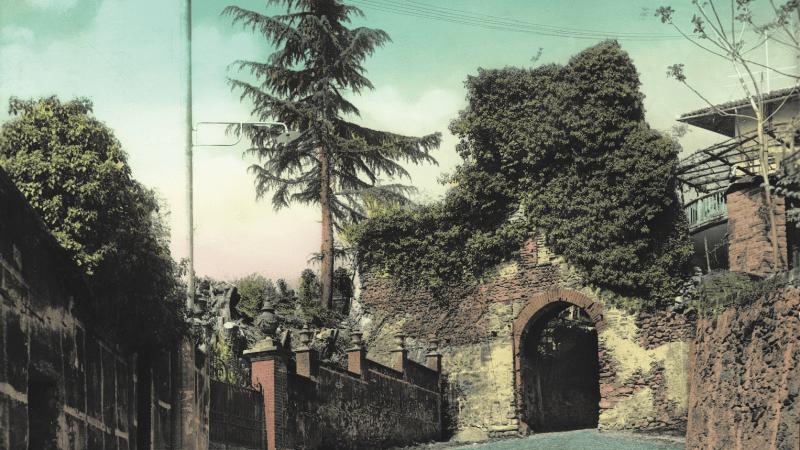 Vecchia Salussola: La porta urbica inferiore è avvinta negli anni del 1960