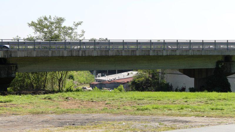 Da oggi il senso unico alternato sul ponte dell'Elvo di Salussola