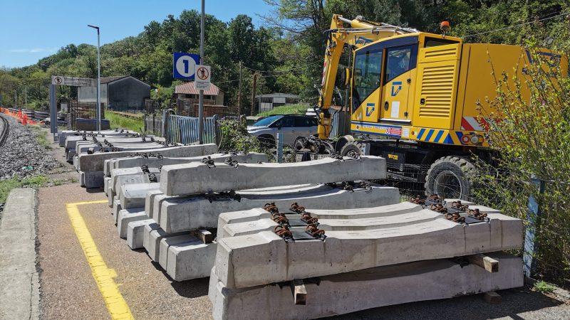 Ferrovia Biella – Santhià: Armamento in deposito nella stazione di Salussola. FOTONOTIZIA