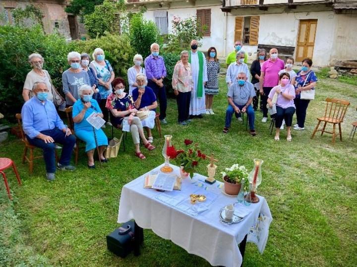 La Messa è ritornata nel cortile della Nives a Prelle