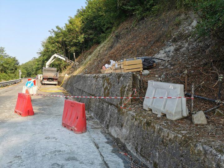Dopo poco meno di sette anni sono iniziati i lavori di consolidamento della ripa collinare del Rio Freddo