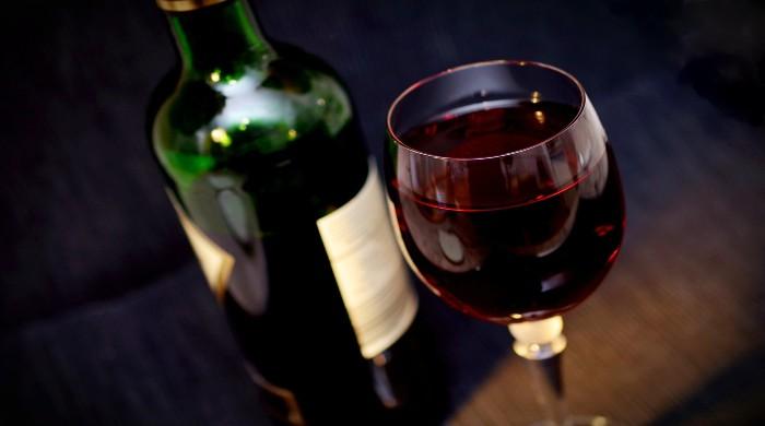 bottiglia e bicchiere vino