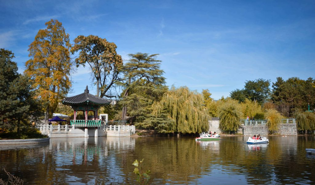 Paris in the Fall - Autumn Foliage in the Jardin d`Acclimatation - Visit Paris in autumn