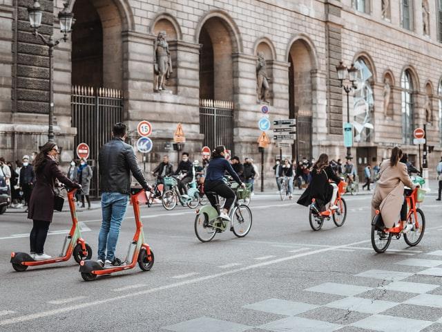 Paris by bike - bike lanes in Paris