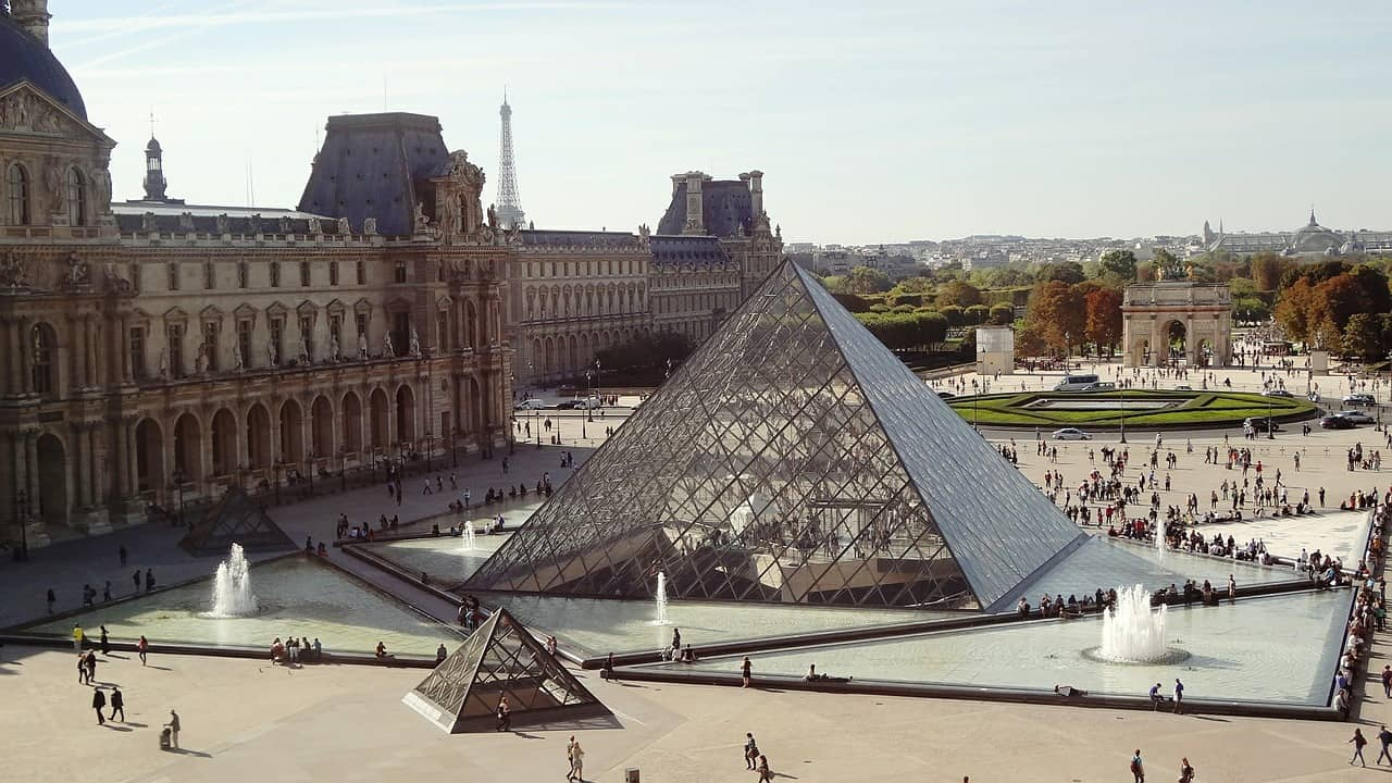 No matter how many days to visit Paris - the Louvre should be on your Paris itinerary 4 days agenda - da.