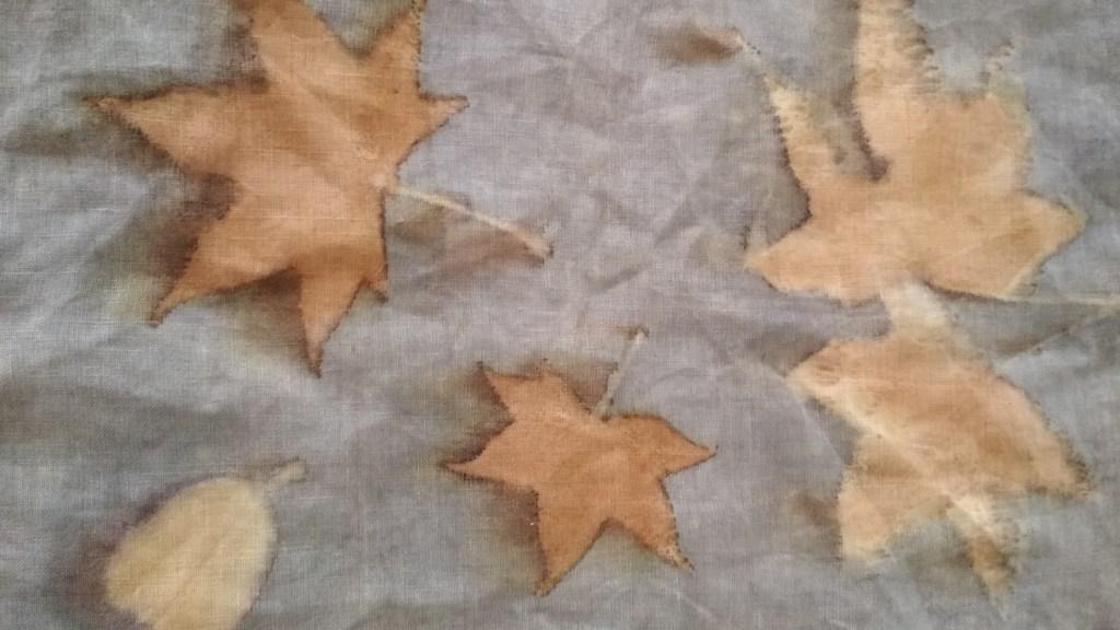 Tela de lino, detalle de ecoprint
