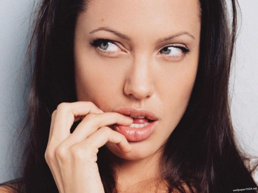 Angelina_Jolie_1024X768_wallpaper_38