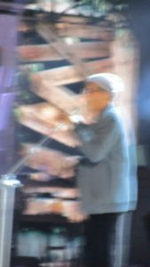 Foto Sfocata di Adriano Cenlentano in Concerto