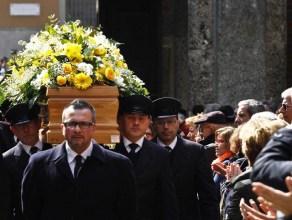 Milano, funerali di Enzo Jannacci