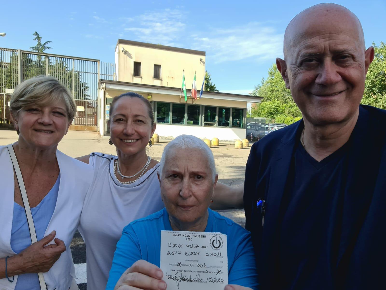 Nella foto: Rita, Elisabetta, Sergio e Maria Fida il 23 gjugno 2021 davanti il carcere di Opera (Milano) alle 18 circa