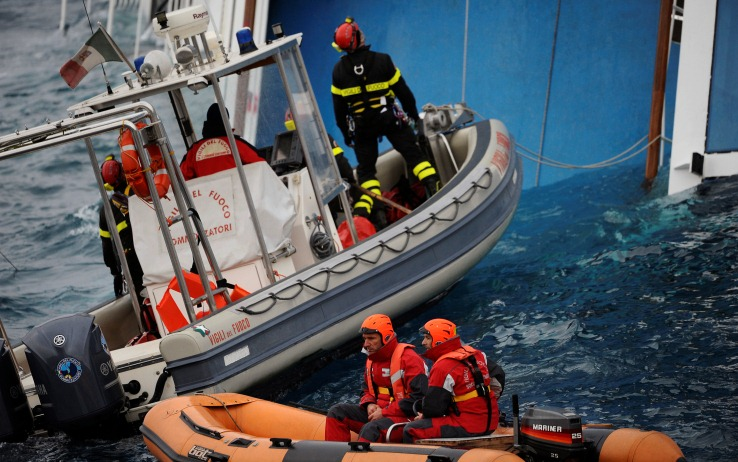 Costa Concordia: illegittima la mancata promozione dei Vigili del Fuoco accorsi sulla nave mentre affondava