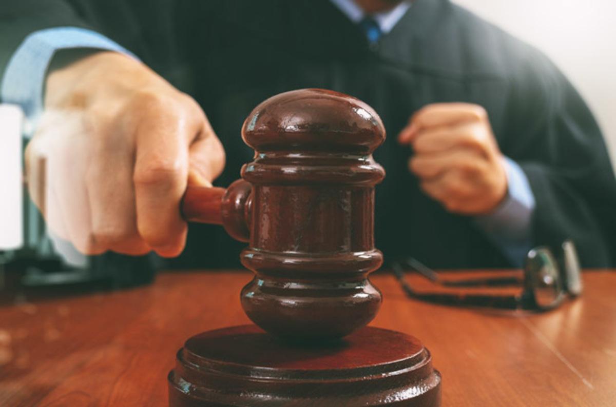 Lavoro, legittimo il licenziamento del pubblico dipendente iscritto all'albo degli avvocati