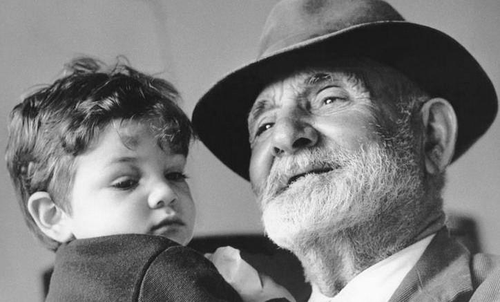 Cassazione, il rapporto nonni-nipoti non può essere ancorato alla convivenza