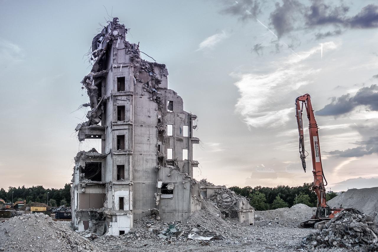 Abusivismo edilizio, illegittimo l'ordine di demolizione rivolto al non proprietario