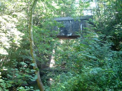 Über diese Brücke führte früher eine Eisenbahnlinie. (Foto: Kölle, August 2005)