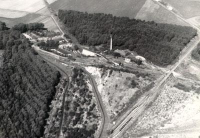 Rechts im Bild die Eisenbahnbrücke, links der heutige Humboldt-Hof. (Foto: Archiv)