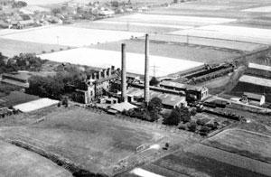 Die Brikettfabrik mit dem ehemaligen Sportplatz von WTW