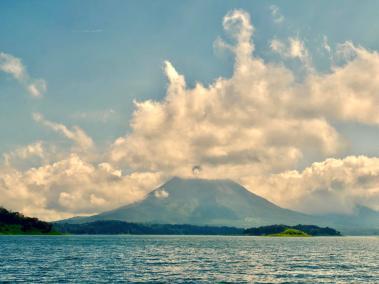 2020-01-28-vulkan-arenal-in-wolken-gehuellt-bb