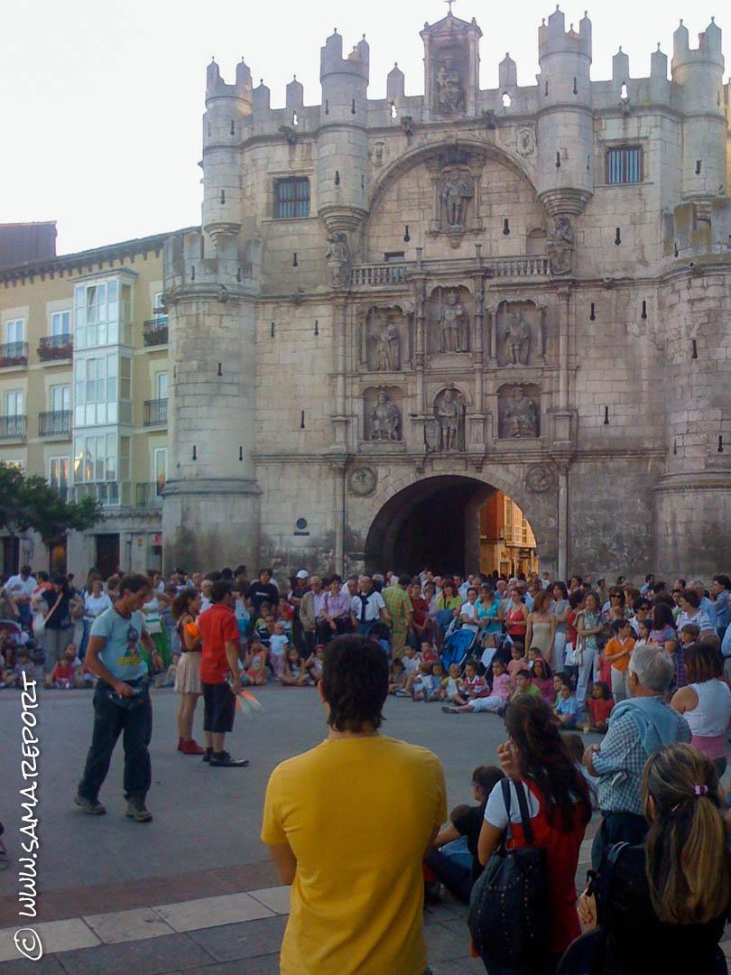 Touristisches Burgos mit vielen Straßenkünstlern