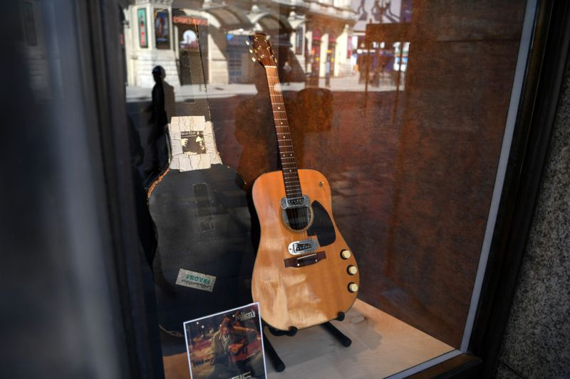 Photo of Cobain 'Unplugged' guitar sells for record $6 million at auction | SAMAA