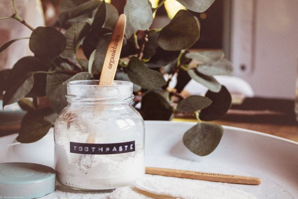 How To Make Your Own Natural Toothpaste In Desperate Times. (Vegan)