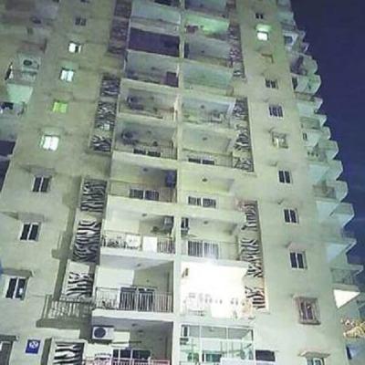 UP : अपने सांवले रंग से तनाव में था छात्र, 15 मंजिल से कूदकर जान दी