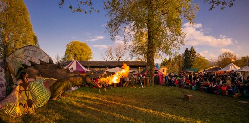 Lebendiges Mittelalter auf den Wiesen am Chiemsee im Seepark Bernau – Felden