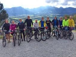 Autoren-Gruppe mit Bikes
